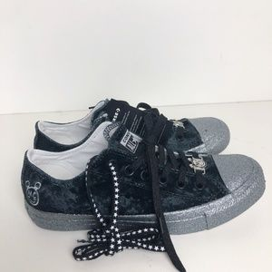 Converse Womens 8 Black Miley Cyrus Low Tops